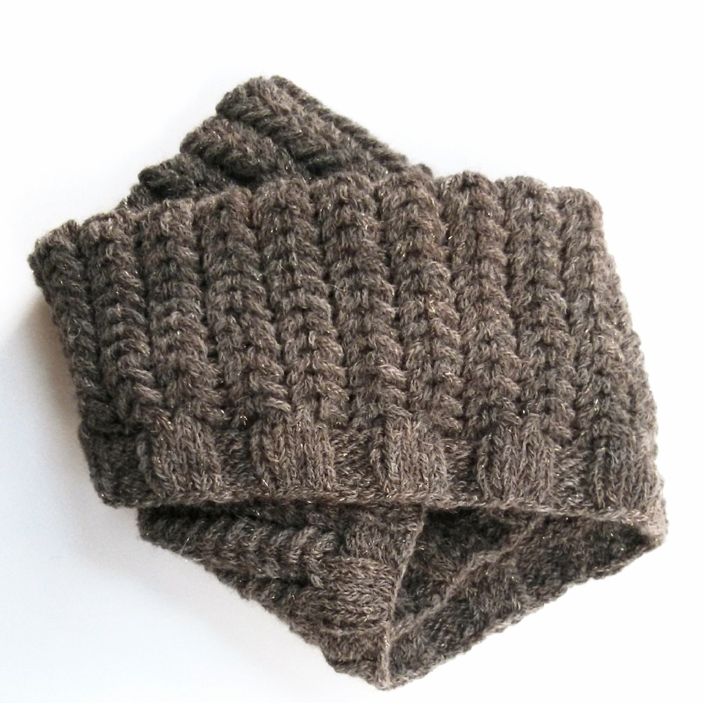 spine rib cowl folded - Purl Avenue