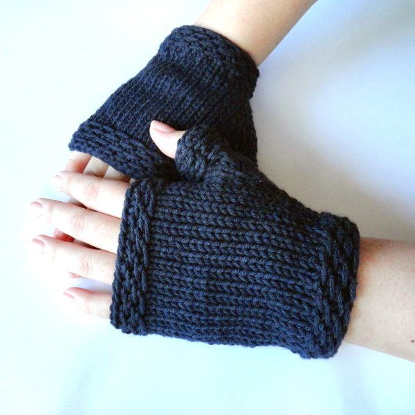 Knitting Pattern Easy Fingerless Gloves : Easy Knit Fingerless Gloves - Purl Avenue