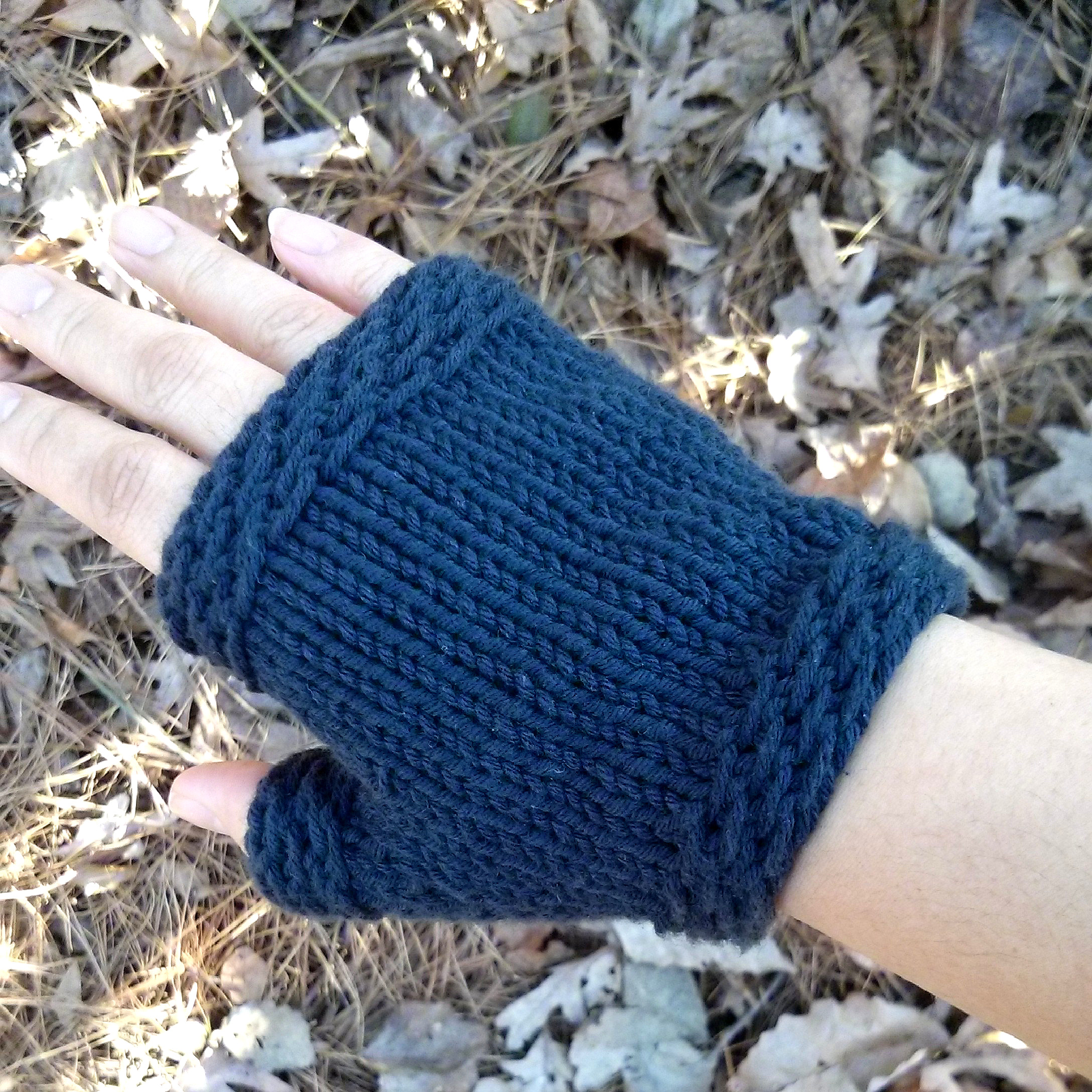 Knitting Pattern Of Gloves : Easy Knit Fingerless Gloves - Purl Avenue