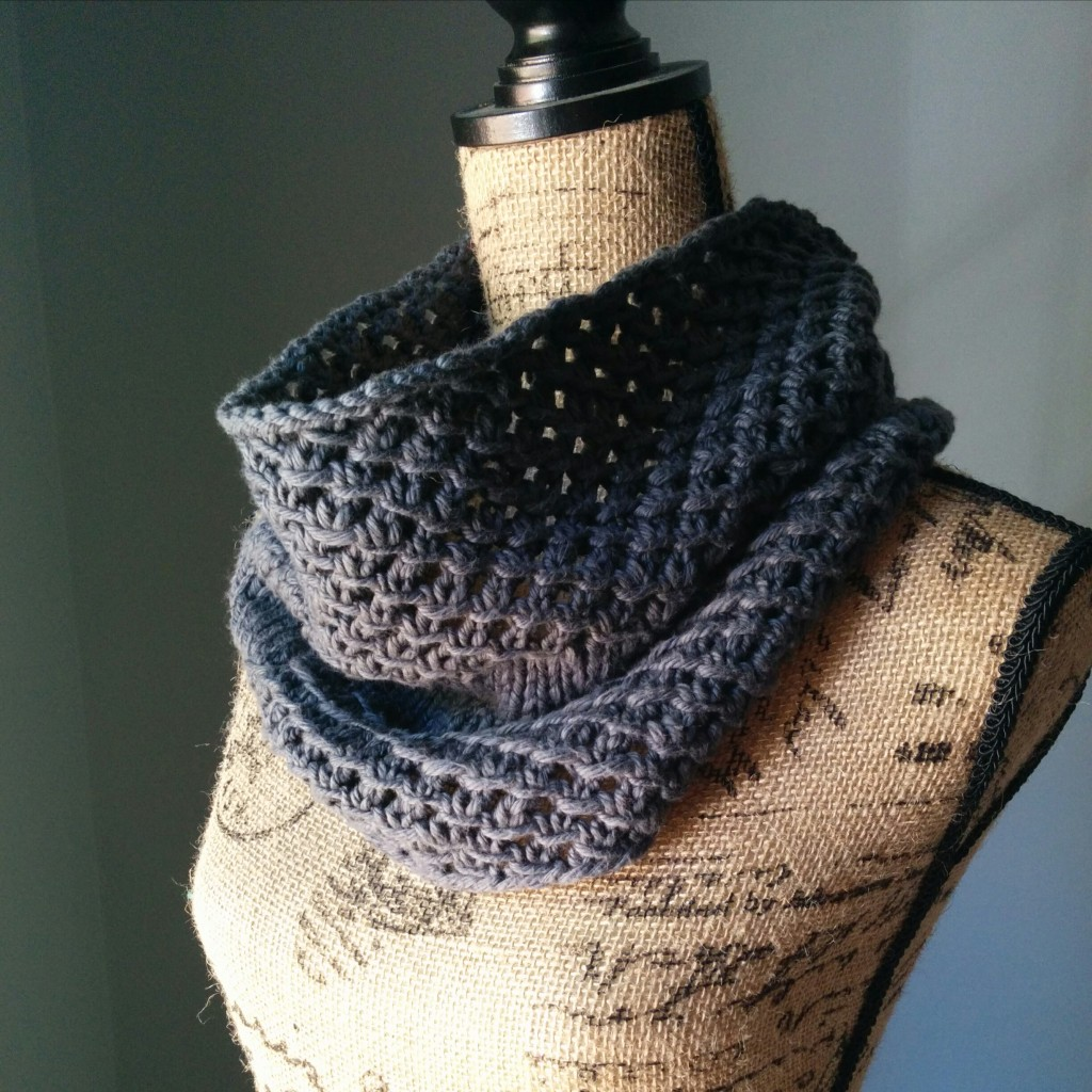 Irish Mesh Cowl in Ash - Purl Avenue